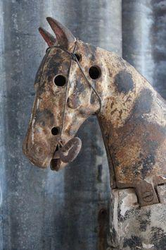 En passion for Fransk Antik & Vintage. Antique Toys, Vintage Antiques, Vintage Items, Vintage Stuff, Year Of The Horse, Wooden Horse, Vintage Horse, Rusty Metal, Horse Sculpture