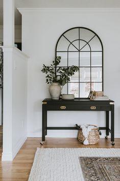 Black Sofa Table, Black Entry Table, Black Sofa Decor, Black Sofa Living Room Decor, Living Room Mirrors, Home Design, Home Interior Design, Interior Design Sitting Room, Interior Decorating Styles