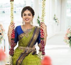 Source by mandavam saree Bridal Sarees South Indian, Indian Bridal Outfits, Indian Bridal Fashion, Wedding Saree Blouse Designs, Half Saree Designs, Saree Wedding, Indian Dress Up, Engagement Dress For Bride, Fancy Dress Design
