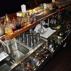 Cocktail Bar Interior, Cocktail Bar Design, Cocktails Bar, Bar Drinks, Pub Bar, Cafe Bar, Fritz Kola, Modern Restaurant Design, Ladies Bar