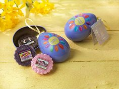 Our Eggs offer a guilt free treat featuring three wax melts in Jelly Bean, Summer Scoop and Cappuccino Truffle! Bougie Yankee Candle, Yankee Candle Gift Set, Jelly Beans, Candle Craft, Personalized Candles, Design Your Dream House, Wax Melts, Scented Candles, Tree Decorations