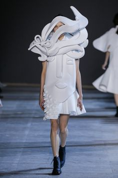 Viktor&Rolf, Haute Couture, Spring/Summer 2016, Performance of Sculptures, Kinga