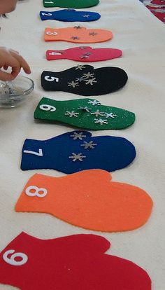 Mittens and snowflakes counting-- cute to do with Jan Brett's Mitten for K extension activity