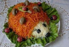 Salat-Igel - Partybuffetdekoration aus der Küche - - - - - - Russian food