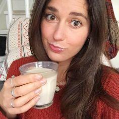 """""""Maar wat is er dan mis met melk? Een koe geeft toch uit zichzelf gewoon melk ? Melk is toch natuurlijk? Melk is toch een bron van calcium? We hebben zuivel toch nodig?"""" Wacht, ik haal je even uit deze droom. Dit gaat er dus vooraf aan jouw schaaltje yoghurt, stukje kaas englaasje melk. Wat …"""