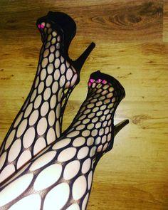 677 Me gusta, 28 comentarios - high heels (@ilona_feet) en Instagram #hothighheelsfishnet