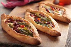 Pide Turco con Verduras Te enseñamos a cocinar recetas fáciles cómo la receta de Pide Turco con Verduras y muchas otras recetas de cocina..
