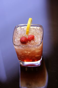 The Bramble - excellent modern cocktail from England at the ScienceOfDrink now. Enjoy this Bramble responsibly :)