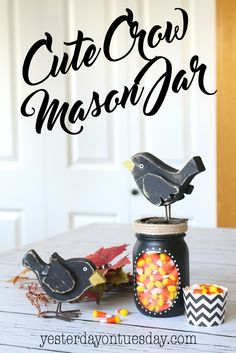 Cute Crow Mason Jar Gift: Fun fall decor or present idea incorporating two great autumn motifs, crows and candy corn. Darling for decorating. Mason Jar Gifts, Mason Jar Diy, Fall Mason Jars, Halloween Mason Jars, Halloween Crafts, Autumn Crafts, Holiday Crafts, Mason Jar Projects, Diy Projects