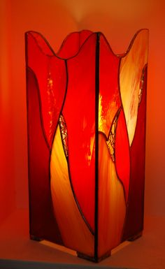 VITRAIL LAMPE Stained Glass Lamps, Stained Glass Projects, Fused Glass, Glass Boxes, Light Decorations, Colored Glass, Mosaics, Glass Art, Candle Holders
