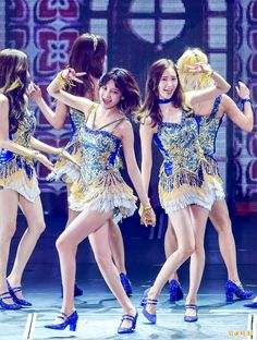 Sooyoung e Yoona uploaded by Always_GG on We Heart It Sooyoung, Yoona, Snsd, Girls Generation, Asian Girl, Couples, Photography, Image, Dresses