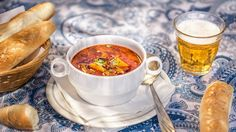 """Gulášovka je v české kotlině jednoznačně jednou z nejoblíbenějších polévek. Hodí se na pořádnou svačinu i k večeři a milují ji snad všichni. Podle našeho receptu si pořádnou """"hospodskou husťačku"""" uděláte raz dva i doma. Chana Masala, Treats, Tableware, Ethnic Recipes, Soups, Sweet Like Candy, Goodies, Dinnerware, Tablewares"""