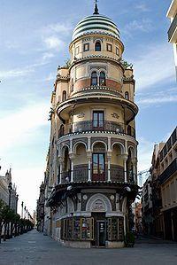 """Edificio de la """"Compañía Adriática de Seguros"""". 1924. Su construcción fue promovida por la iniciativa empresarial de Juan Bautista Calvi y River de Tour. De estilo neomudéjar, es obra del arquitecto José Espiau y Muñoz."""