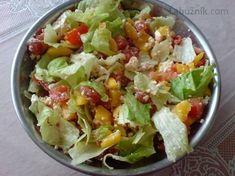 Svěží míchaný zeleninový salát 4 rajčata 2 zelené papriky 1 malý ledový salát zelená nať mladé cibulky 1 stroužek česneku 2 PL nastrouhaného balkánského sýra 2 PL dobrého oleje slunečnicový sůl, pepř Zeleninu očistíme, rajčata nakrájíme na kousky, papriku na velmi jemné nudličky, dáme do mísy, opepříme, přidáme strouhaný balkán, olej a rozetřený česnek, zamícháme a dáme na 30 minut do lednice .Natrháme ledový salát na kousky, cibulovou nať na kroužky, lehce vmícháme do salátu a hned podáváme Bon Appetit, Guacamole, Salad Recipes, Potato Salad, Cabbage, Food And Drink, Low Carb, Cooking Recipes, Fruit