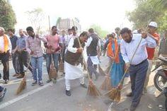 Press Note:- મેયરશ્રી ગૌતમ શાહના નેતૃત્વ હેઠળ સ્વચ્છતાના એમ્બેસેડર હિતુ કનોડિયા તથા ગુજરાતી ફિલ્મના કલાકારોની ઉપસ્થિતિમાં થલતેજ વોર્ડમાં સ્વચ્છતા રાઉન્ડ#CleanAhmedabad#GreenAhmedabad#Ahmedabad#AhmedabadamcAhmedabad, IndiaAMC-Ahmedabad Municipal CorporationGautam ShahHitu kanodiaArvind VegdaHitu Kanodia