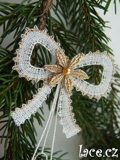 Bobbin Lace Patterns, Lacemaking, Lace Heart, Lace Jewelry, Lace Detail, Christmas Time, Flowers, Crafts, Diy