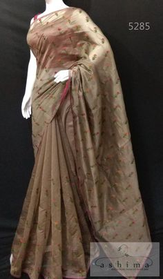 Saree Blouse Neck Designs, Blouse Designs, Dress Designs, Indian Sarees, Silk Sarees, Jute, Indian Fashion Trends, Chiffon, Satin