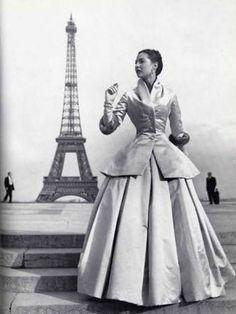01. Silhueta ou Shape.  Primeiro impacto, volume, amplitude.  New Look, Dior, 1947