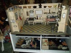 Puppenküche weiß mit Einbauschränken(selten), ca 90,5 x 43 x 51,5cm um 1920 in Antiquitäten & Kunst, Antikspielzeug, Puppen & Zubehör, Puppenküchen & Zubehör, Original, gefertigt vor 1970, Puppenküchen | eBay