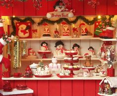 The traditional miniature Christmas market stand (dollhouse scale 1:12) is made of wood and hand-painted. The tiny lights inside the stand run on two