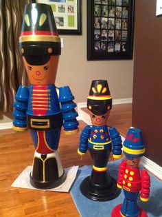 My soldier boys Flower Pot Art, Clay Flower Pots, Flower Pot Crafts, Painted Flower Pots, Clay Pots, Christmas Clay, Nutcracker Christmas, Christmas Projects, Flower Pot People