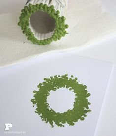 Jultryck med tops   Christmas wreath stamp made from q-tips More