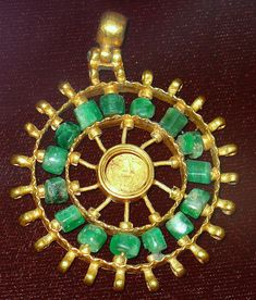 Byzantine -- Gold Medallion with Green Stones or Glass Beads -- Belonging to the Archaeological Museum in Varna, Bulgaria. Byzantine Gold, Byzantine Jewelry, Renaissance Jewelry, Medieval Jewelry, Ancient Jewelry, Roman Jewelry, Old Jewelry, Ethnic Jewelry, Jewelry Art