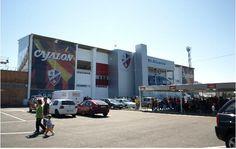 El Alcoraz es el estadio que alberga a la Sociedad Deportiva Huesca, con una capacidad de 5300 espectadores y unas dimensiones de 105 x 68 m albergando los partidos del Huesca. El estadio inaugurado en enero de 1972 ha vivido momentos históricos de la S.D. Huesca, como la final de la Copa de España de aficionados de 1974 o eliminatorias de la Copa del Rey, numerosas fases de ascenso o un partido de la selección Sub-21 que jugó ante Grecia.