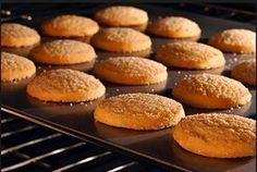 Συνταγή για νηστίσιμα μπισκότα χωρίς γάλα και αυγά. Φτιάξε και εσύ τα πιο…
