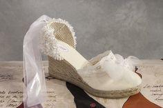 ¿Quién ha dicho que una alpargata no es elegante? Via @Alpargatas Luz Martin  shop www.alpargatasluzmartin.es
