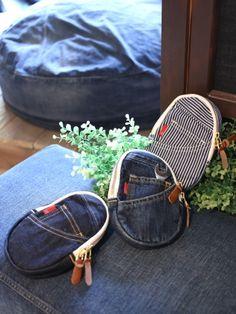 デニム雑貨を中心にデニムバッグやデニムを使用した小物を販売している岡山県のOKAYAMA DENIM LABO araiyan(アライヤン)です。確かな技術で作られた岡山のデニム、倉敷の帆布を使った商品を多数販売しております。|商品詳細 ポーチやクラッチバッグがポシェットに変身します。取り外しが楽なフック金具、長さ調整のバックルでシュルダーベルトとしてはもちろん様々な用途でお使いいただける便利なアイテムです。