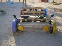 Cotxe al pati d'infantil de M.F.