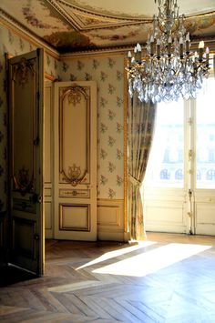 Napoléon III apartments, Le Louvre by Maelo Paris. mmmm look at that ceiling! French Interior Design, French Interiors, Country Interiors, Bohemian Interior, Paris Apartments, French Chateau, Louvre, French Furniture, French Decor