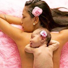 Madre e hija siempre deben ser inspiración!! #madreehija #floresdetela #ganchos #coqueta #sanantoniodelosaltos #mercadodediseño #diadelasmadres by wada_design