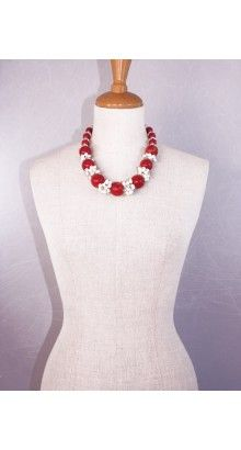 #vanyta #necklace #glam #handmade #jewel. #Red #coral spheres alternate with small groups of sweet water #pearls and #crystal.#59,00