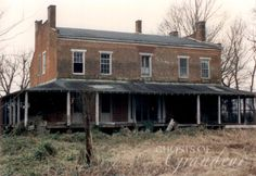 Everhope -- Washington Co MS photo taken in Jan. Abandoned Plantations, Abandoned Mansions, Abandoned Houses, Abandoned Places, Haunted Houses, Southern Architecture, Architecture Old, Beautiful Homes, Beautiful Places