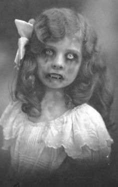 Retro Halloween, Photo Halloween, Halloween Fotos, Vintage Halloween Photos, Halloween Prints, Creepy Halloween, Halloween Pictures, Holidays Halloween, Halloween Spells