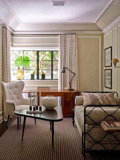 A Los Angeles house designed by French interior designer, Jean-Louis Deniot. Small Living Rooms, Home And Living, Living Spaces, French Interior, Best Interior, Interior Design, Classic Interior, Contemporary Office, Interior Inspiration