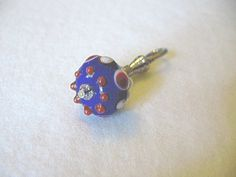 'Handcrafted Glass Lampwork Bead Zipper Pull' is going up for auction at  6am Mon, Jun 25 with a starting bid of $3.