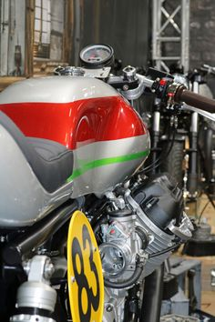 Classic Car News – Classic Car News Pics And Videos From Around The World Ducati Cafe Racer, Cafe Racer Bikes, Cafe Racers, Cafe Bike, Bmw Classic Cars, Classic Bikes, Le Mans, Moto Guzzi Motorcycles, Guzzi V7