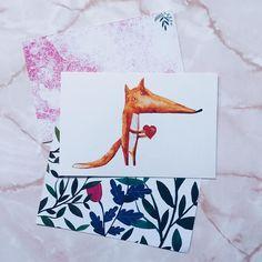 Jesień to przyjemna pora roku oprócz tego że łatwo się przeziębić  Dla wszystkich którzy też walczą z katarem przesyłam liska z serduszkiem i życzeniami zdrowia. Macie jakieś dobre sposoby na przeziębienie?  #postcrossing #postcrosser #postcard #postcards #pocztowka #pocztówka #pocztówki #poczta #kartkapocztowa #penpalspoland #teamkorespomdencja #foxdrawing #lis #lisek #flowers #plantpatterns #roślinki