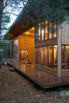 this semi-enclosed deck.....with this swinging bed :o)