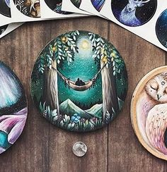 Ideas! Stone Painting, Painting On Wood, Slate Art, Rock Painting Designs, Wood Burning Art, Wooden Ornaments, Idee Diy, Wood Creations, Shell Art