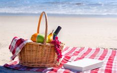 Ultimate Beach Blanket features an insert for 3 pillows or storage, a small pocket to hide your mobile phone and car keys. It is big enough for 2 adults. Picnic Images, Wine Baskets, Food Wallpaper, Beach Picnic, Beach Blanket, Watercolor Pattern, Background Patterns, Summer Beach, Sewing Projects