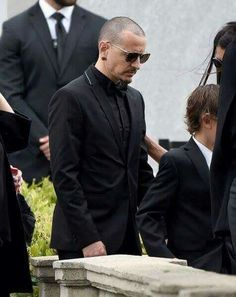 Chester at the funeral for Chris Cornell