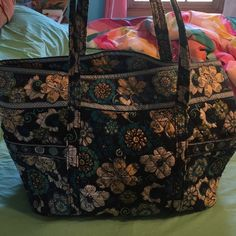 Vera Bradley large tote Large tote bag with tons of pocket space. Great as a carry on for trips or a beach bag. Used but still in great condition. Vera Bradley Bags Totes