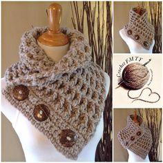 Casual pero elegante, esta chimenea elegante y versátil puede ser usado en muchas formas diferentes, lo que es perfecto para en el ir mamá o profesional. Es amortiguado y sensación cómoda es súper acogedor y un accesorio perfecto para esos días de frío. Las dos pulgadas de ancho botones Easy Crochet Hat, Crochet Vest Pattern, Baby Afghan Crochet, Crochet Collar, Chunky Crochet, Love Crochet, Crochet Scarves, Crochet Crafts, Crochet Stitches