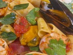 Calamarata with Shrimp and Mussels Recipe    (Calamarata con Gamberetto e Cozze)