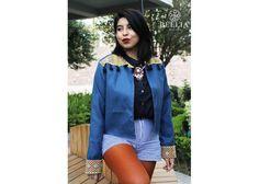 Chamarras bordadas en telar Color: Azul oetróleo con bordados en colores Talla: Chica/mediana Material: Algodón