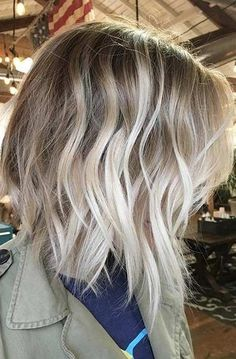 50 Gorgeous Balayage Hair Color Ideas for Blonde Short Straight Hair, Short straight hair is perfect for these 50 gorgeous balayage hair color ideas below. Short hair balayage is one of the modern hair color techniques t. Short Balayage, Balayage Highlights, Hair Color Balayage, Balayage Hairstyle, Brunette Highlights, Grown Out Highlights, Highlights 2017, Balayage Straight, Caramel Balayage